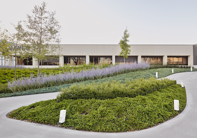 011-Landscape-Project-for-HANGAR-THE-LINE-DESIGN-CENTER-by-AELAND