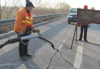 路面裂缝怎么办?你想了解的都在这!