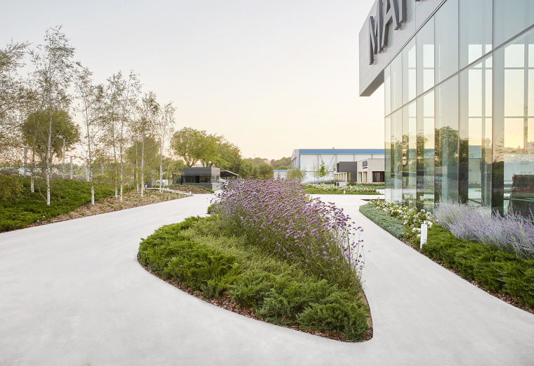 015-Landscape-Project-for-HANGAR-THE-LINE-DESIGN-CENTER-by-AELAND