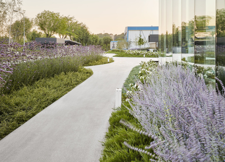 014-Landscape-Project-for-HANGAR-THE-LINE-DESIGN-CENTER-by-AELAND