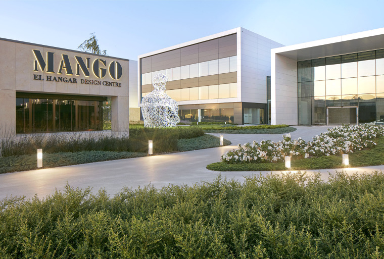 018-Landscape-Project-for-HANGAR-THE-LINE-DESIGN-CENTER-by-AELAND
