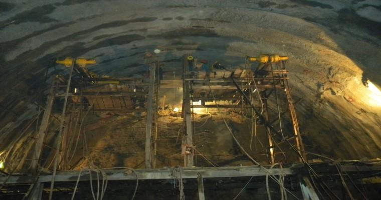 公路隧道洞内超前预支护长大管棚施工技术