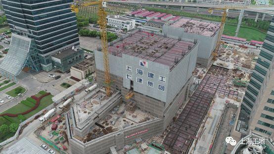 被高楼高架浅基础'重围'的超大深基坑工程