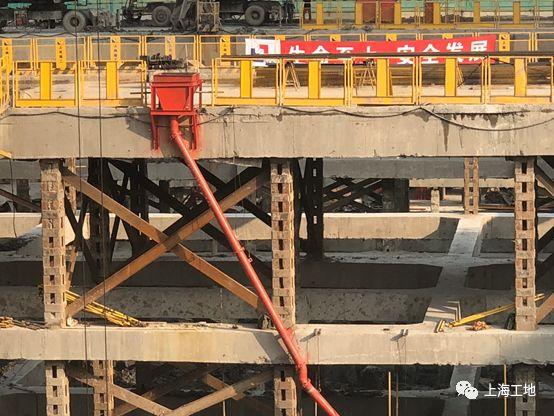 被高楼高架浅基础'重围'的超大深基坑工程_7