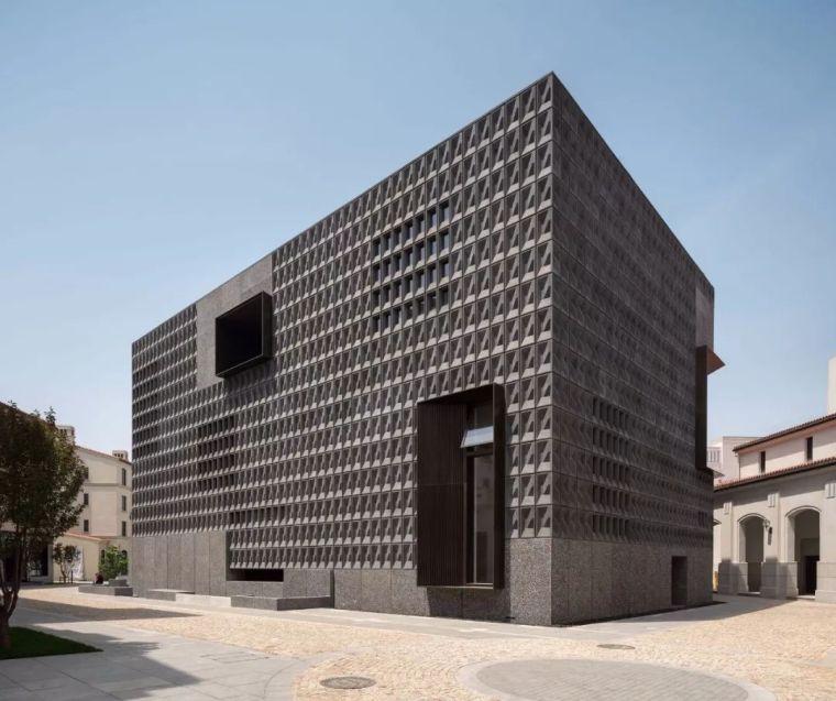 案例 混凝土砖表皮的阿那亚艺术中心