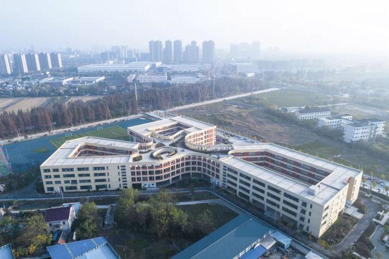 新作|扬中市外国语中学分部:校园综合体