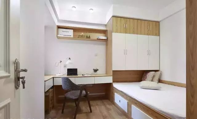 给小房间做个榻榻米床,不用靠窗也能很靠谱