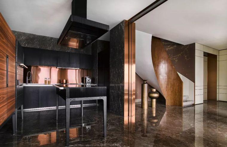 300平顶级艺术大平层设计,优雅与怪诞并存