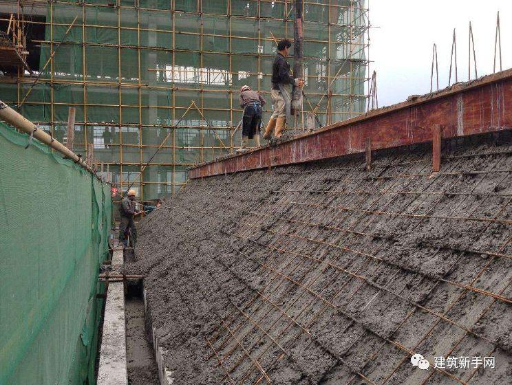 斜屋面混凝土如何浇筑?遇到问题如何处理?