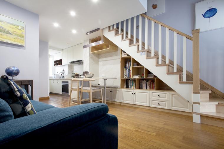 斜顶复式爆改格局,楼梯包揽餐厅和收纳