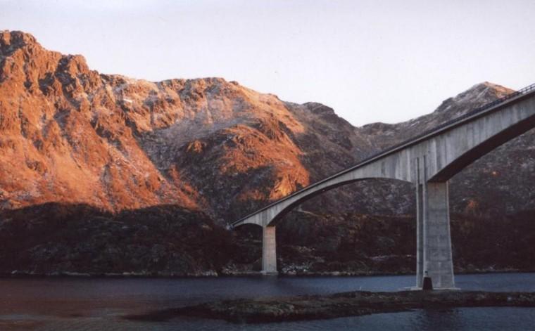 连续梁桥、悬臂梁桥与T型钢构桥构造特点