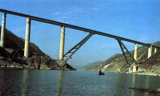 预应力混凝土T形钢构桥施工方法