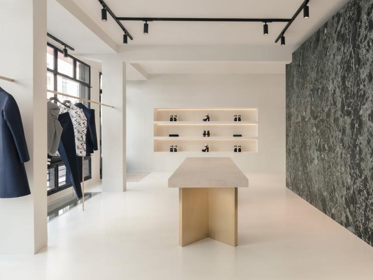 法国FIRST时装店