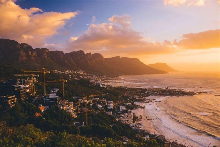 南非山海间的现代住宅