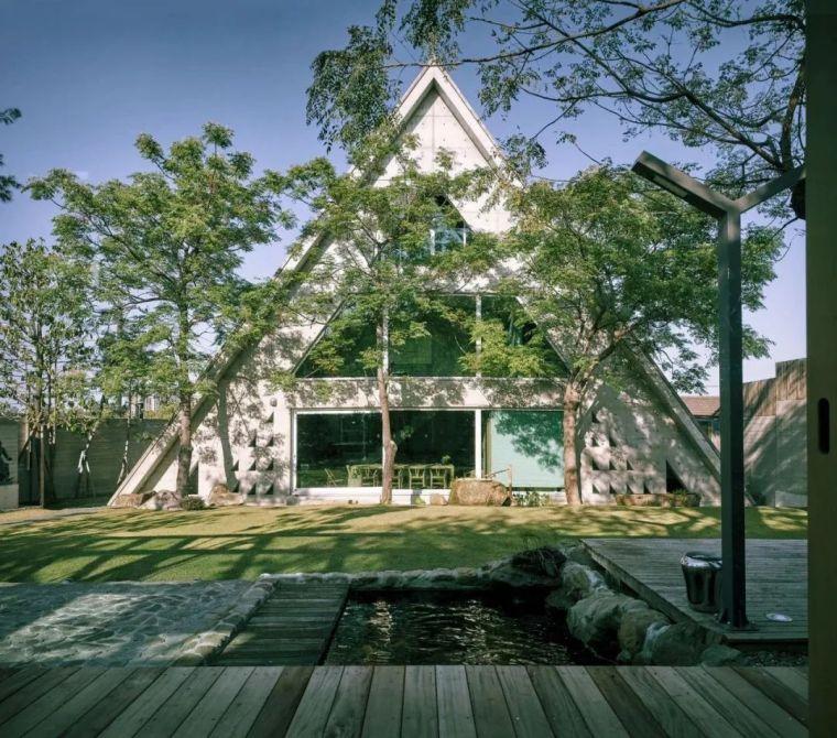 他花6年造一栋三角形别墅