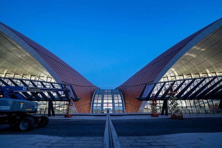 北京大兴机场首日通航,提前献礼建国70年_13