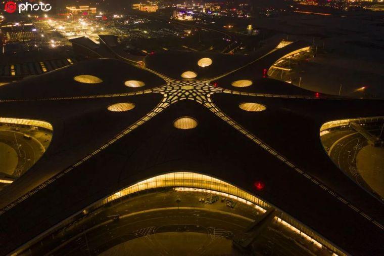 北京大兴机场首日通航,提前献礼建国70年_37