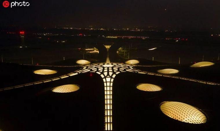 北京大兴机场首日通航,提前献礼建国70年_36