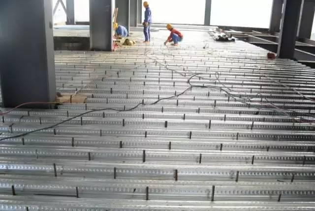 钢结构厂房楼承板施工方案