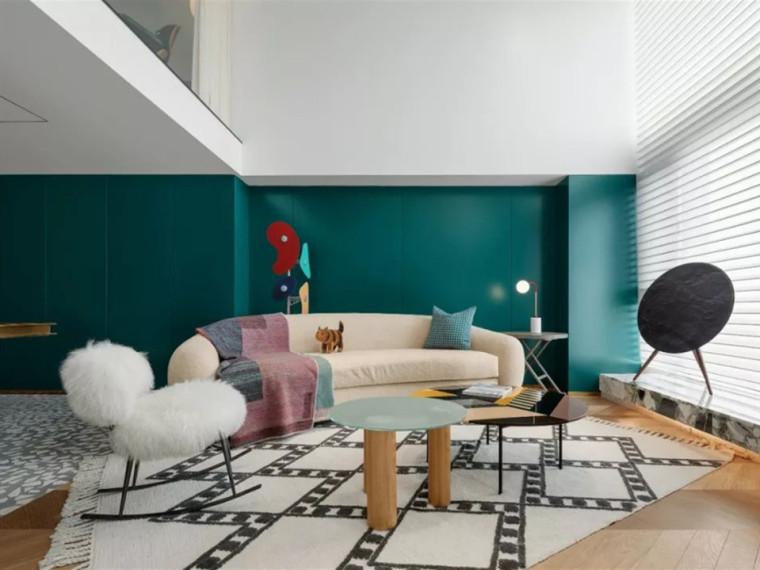 充满300m²的复式公寓