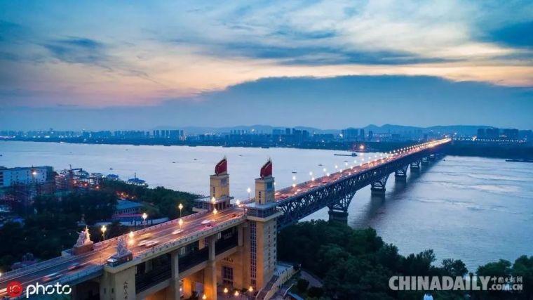 新中国70年成长地标——南京长江带大桥
