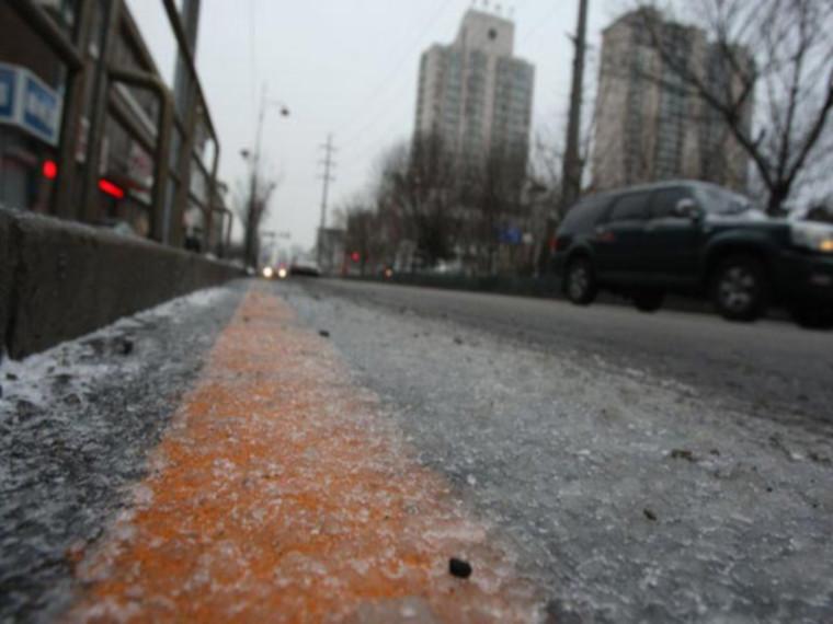 道路容易结冰打滑
