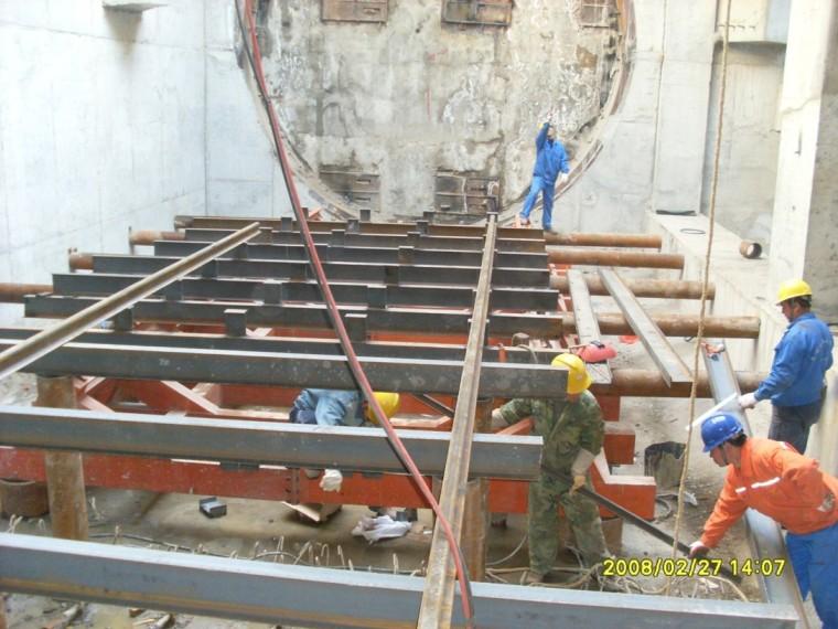 盾构机下井前台车轨道铺设