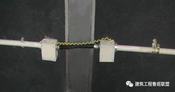 机电管线穿越变形缝实例分析_2