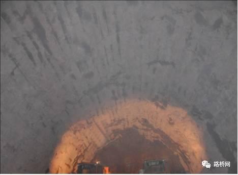 隧道标准化施工实例_9