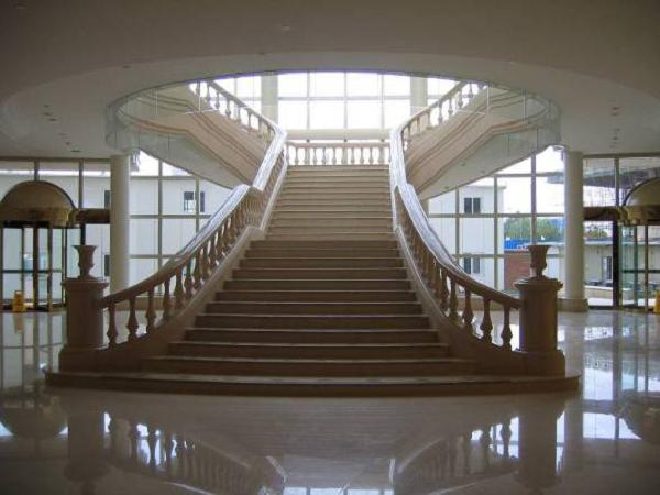 04大理石楼梯扶手做工要细致,接头不得有错台。