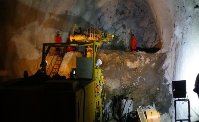 马蹄形盾构隧道设计、施工及管片预制