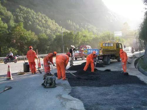 谈公路养护材料、装备发展与管理的新维度