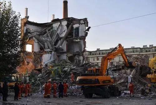 又是装修施工中倒塌,1死4伤,吉林4层银行
