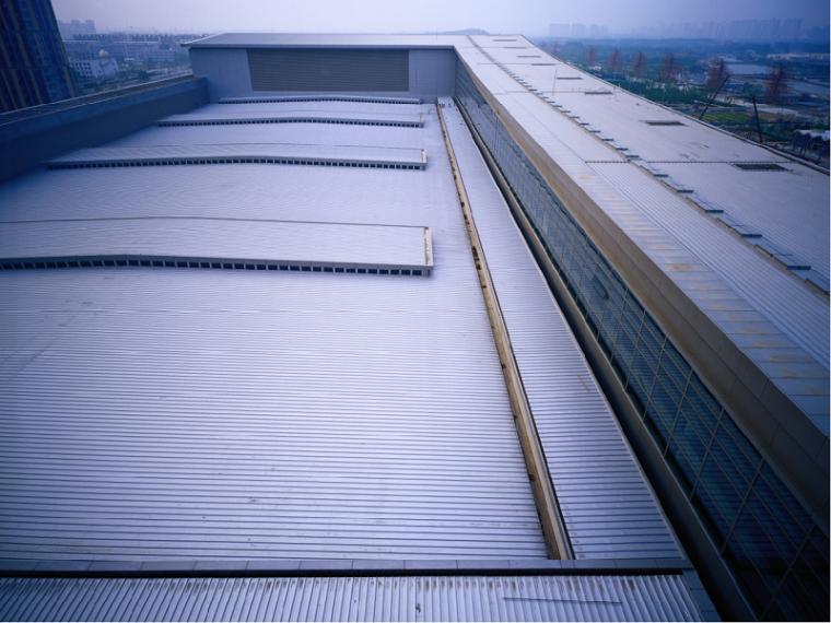 多功能直立锁边铝镁锰合金金属屋面施工工法