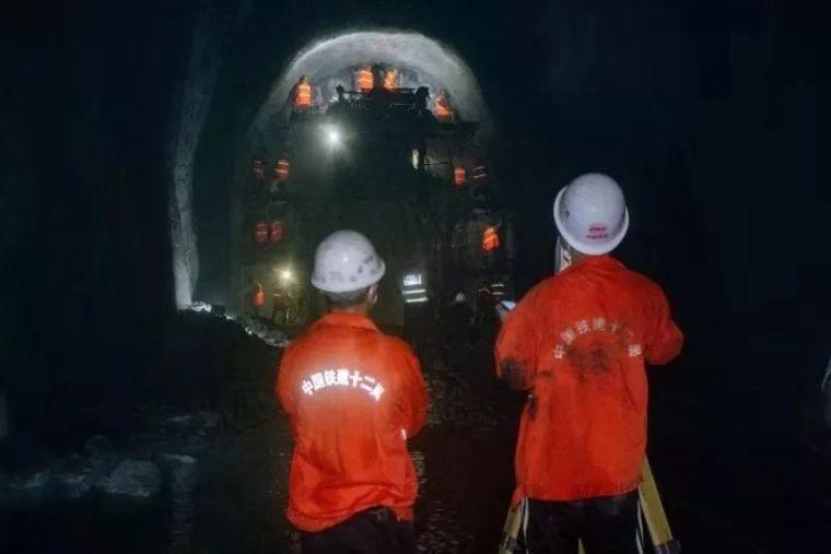 我国横断山脉纵谷区首座万米长隧贯通_4