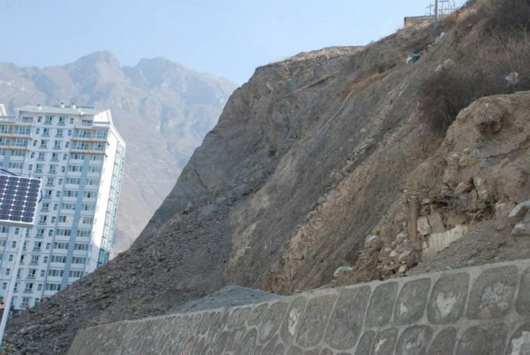 公路深挖路堑高边坡设计优化及加固措施研究