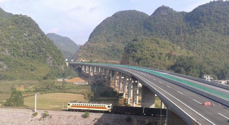 广西百靖高速巴更大桥工程BIM应用