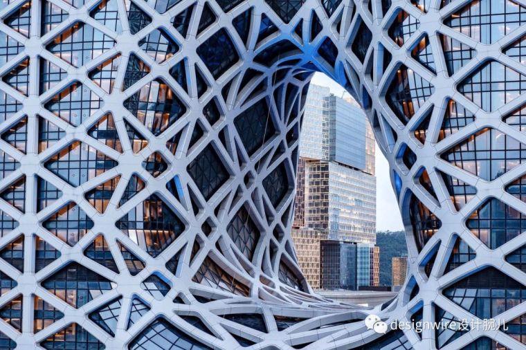 全球首个自由形态外骨骼网架结构幕墙_8
