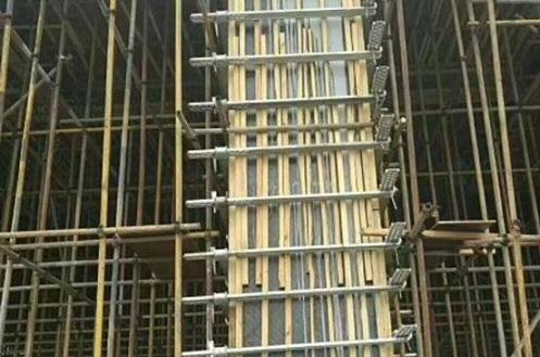 方柱加固件搭配覆膜木方模板有什么优势