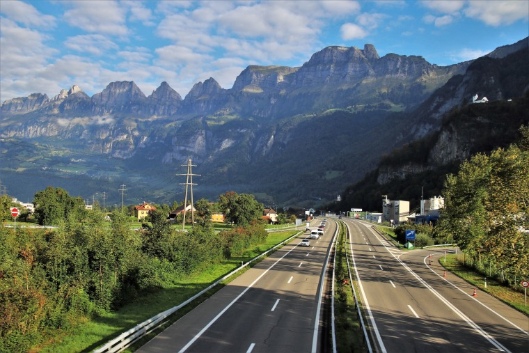 公路完善工程总承包合同、招标文件