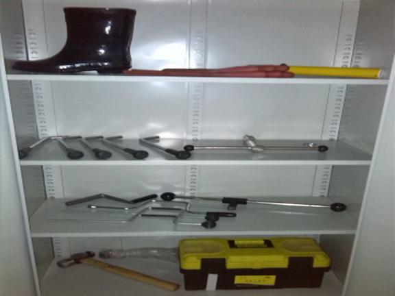 五星级酒店工程部标准化管理资料-配电房工具摆放标准