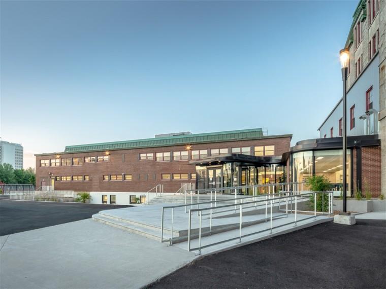 加拿大Saint-Charles-Garnier学校