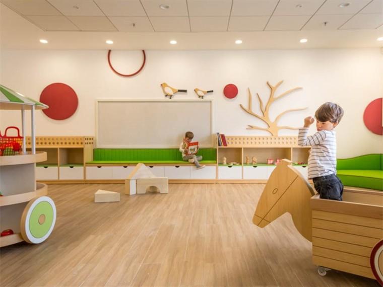 以色列农贸市场旧址改造的幼儿园综合体
