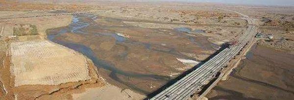 """最长沙漠高速公路""""最后一公里""""再获进展"""
