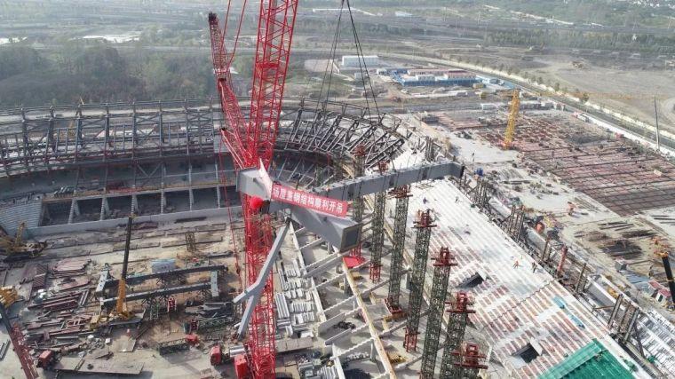 浦东足球场屋盖钢结构开始施工