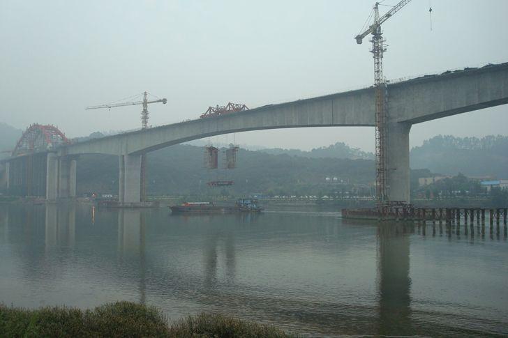 连续刚构桥悬臂浇筑施工工法揭秘_16