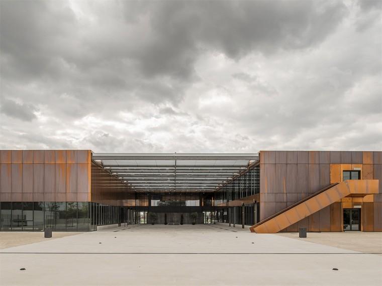 法国Labarthe-Sur-Lèze公立中学