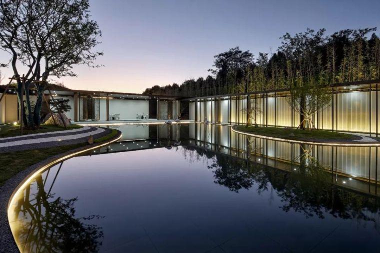 俊逸灵动的现代东方气质——售楼部设计