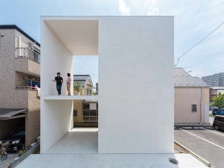 日本带大露台的小房子