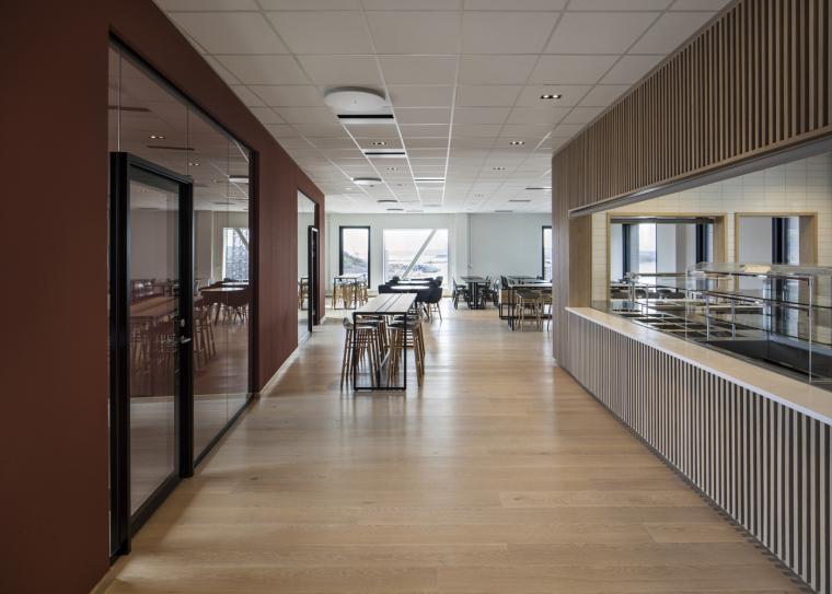 16._The_Wedge_Interior_canteen_10th_floor(photo_credit_Ivan_Brodey)